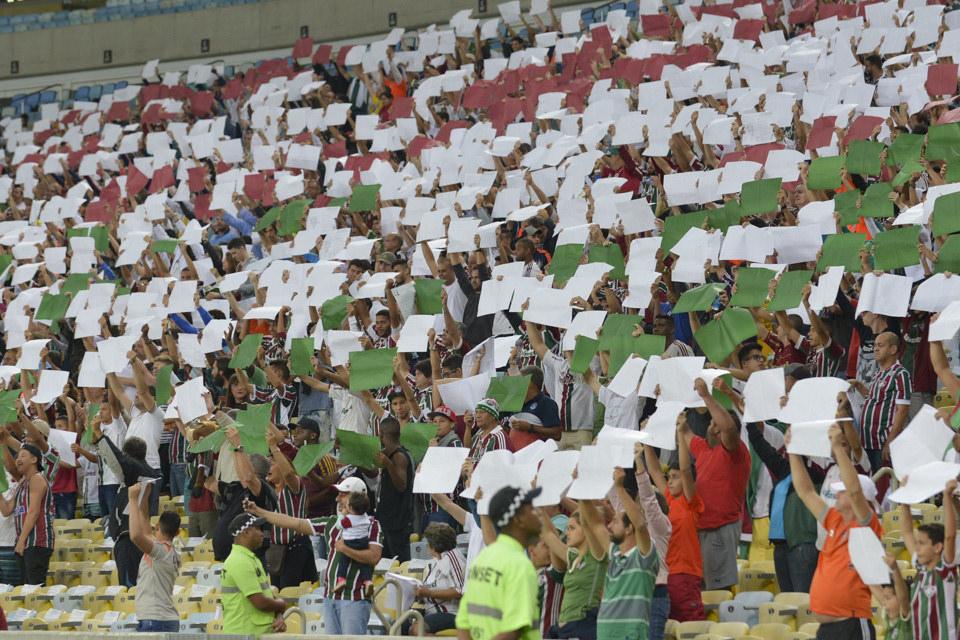 Painel humano feito pela torcida do Fluminense